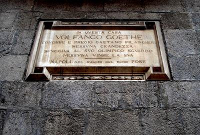 400px-Napoli_-_Lapide_a_Goethe_su_Palazzo_Filangieri,_dove_egli_dimorò